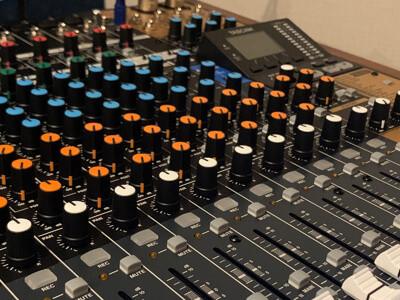 福岡市の音楽スタジオ「クロスタ」の楽器練習用の録音機材
